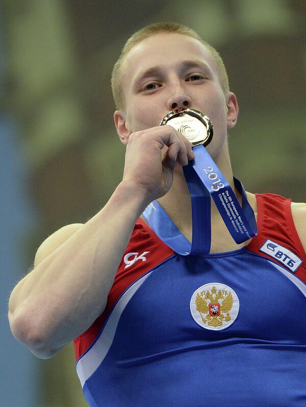 Российский гимнаст Денис Аблязин, завоевавший золотую медаль в опорном прыжке