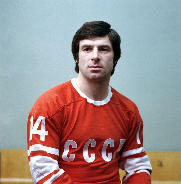 Член сборной команды СССР по хоккею с шайбой Валерий Харламов.