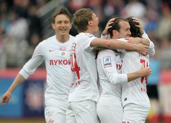 Игроки Спартака Павел Яковлев, Эйден Макгиди, Евгений Макеев (справа налево)