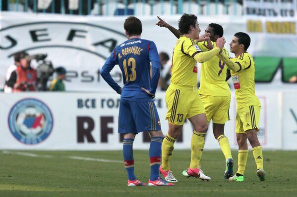Игроки Анжи радуются победе в матче с ЦСКА