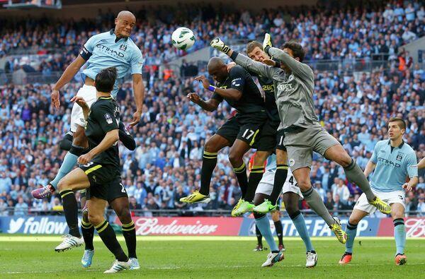 Игровой момент матча Манчестер Сити - Уиган