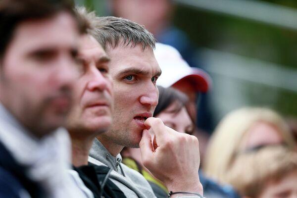 Александр Овечкин на трибуне во время матча своей невесты Марии Кириленко