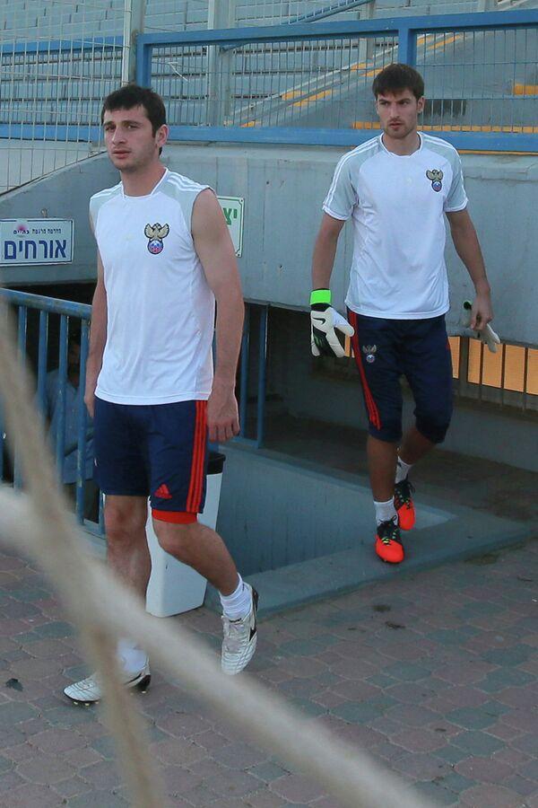 Алан Дзагоев (слева) и Станислав Крицюк