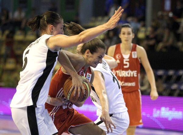 Игровой момент матча Турция - Словакия