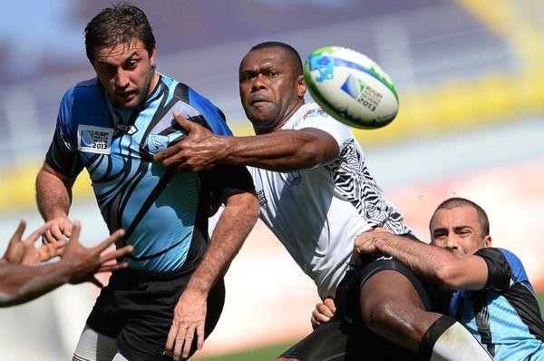 Игровой момент матча сборных Фиджи и Уругвая