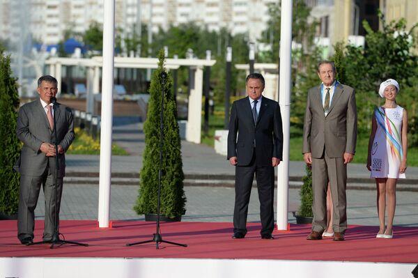 Рустам Минниханов, министр спорта РФ Мутко и первый вице-президент ФИСУ Клод-Луи Гальен (слева напава) на официальном открытии Деревни Универсиады 2013