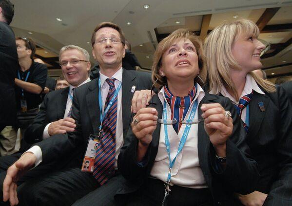 Вячеслав Фетисов, Сергей Жуков, Ирина Роднина и Светлана Журова (слева направо) после объявления Сочи столицей зимних Игр 2014 года