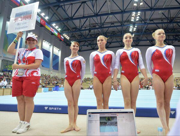 Спортсменки сборной России на соревнованиях по спортивной гимнастике