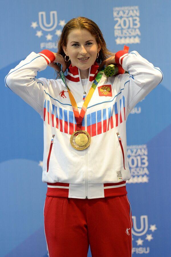 Инна Дериглазова (Россия), завоевавшая золотую медаль на индивидуальных соревнованиях по фехтованию на рапирах