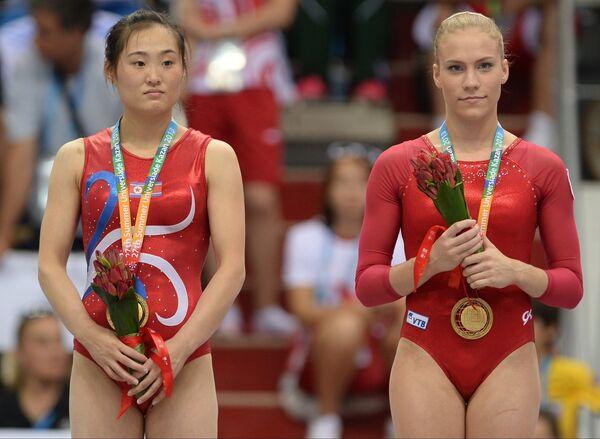 Ксения Афанасьева (Россия) и Хон Ын Чхон (КНДР)