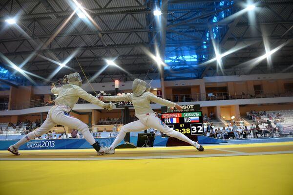 Россиянка Юлия Гаврилова (справа) и француженка Лаура Регюне