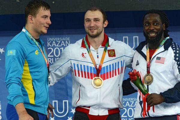 Призеры соревнований по тяжелой атлетике среди мужчин в весовой категории до 94 кг