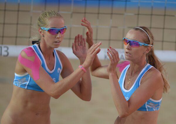 Игроки сборной России Екатерина Хомякова и Евгения Уколова (слева)