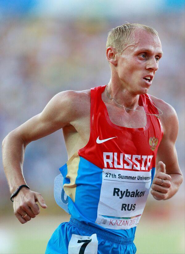 Евгений Рыбаков (Россия) в финальном забеге на 5000 м