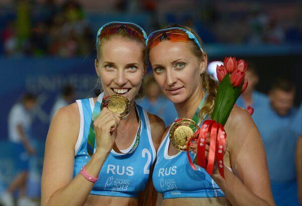 Российские волейболистки-пляжницы Екатерина Хомякова (справа) и Евгения Уколова