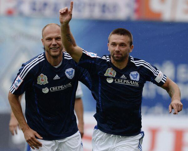 Александр Шуленин (справа)