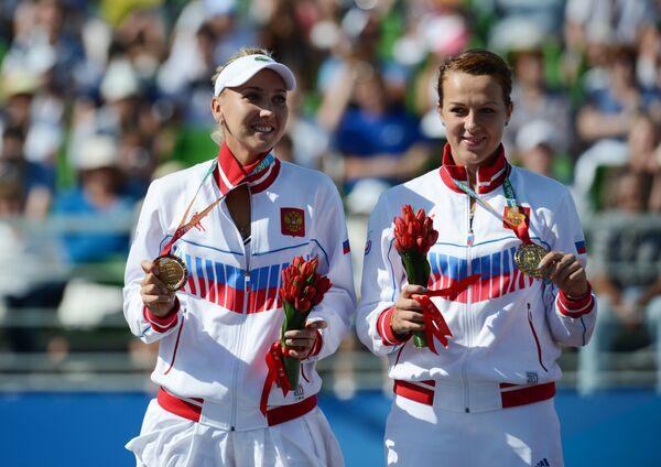 Елена Веснина (слева) и Анастасия Павлюченкова