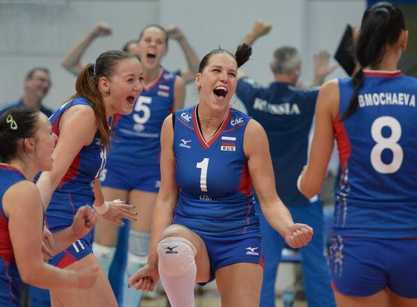 Волейболистки сборной России. Справа - Наталья Обмочаева