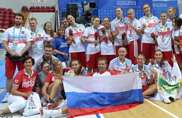 Команда сборной России, завоевавшая серебряные медали женского турнира по баскетболу