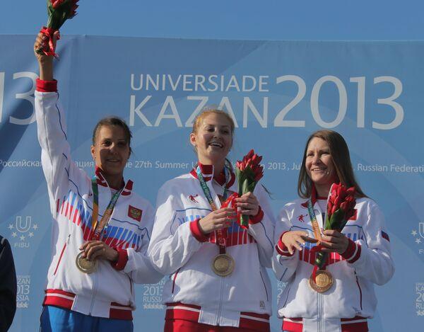 Сборная России в составе Альбины Шакировой, Надежды Коноваловой и Анастасии Крахмалевой (слева направо)