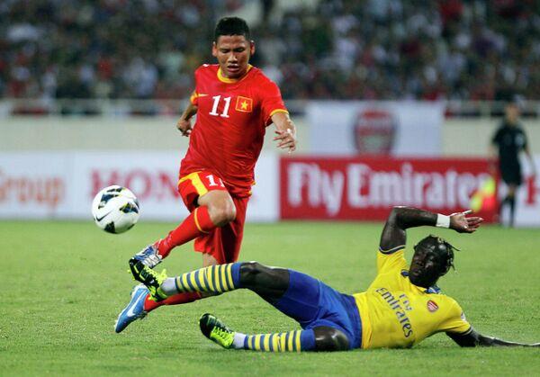 Игровой момент матча Арсенал - сборная Вьетнама