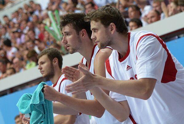 Игроки сборной России Виктор Заряжко, Сергей Карасев и Павел Антипов (слева направо)