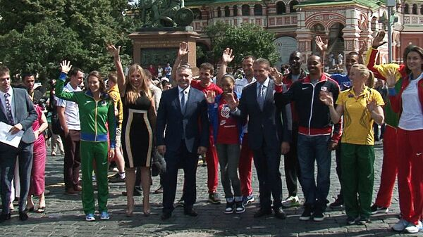 Звезды легкой атлетики погуляли по Красной площади перед стартом ЧМ в Москве