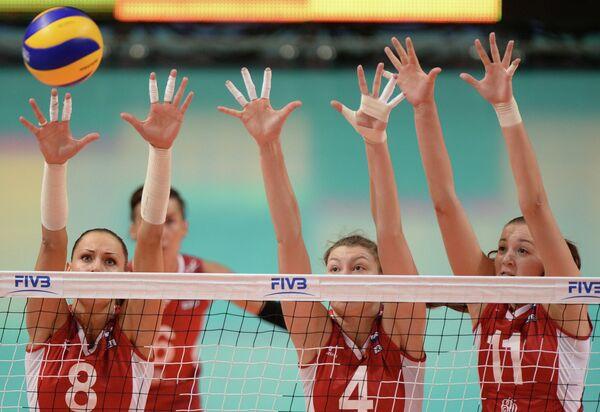 Волейболистки сборной России Наталья Обмочаева, Ирина Заряжко и Виктория Чаплина (слева направо)
