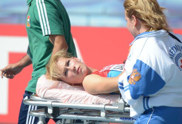 Медики увозят россиянку Кристину Савицкую