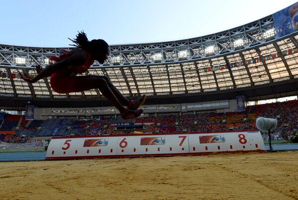 Бриттни Риз (США) в финальных соревнованиях по прыжкам в длину среди женщин