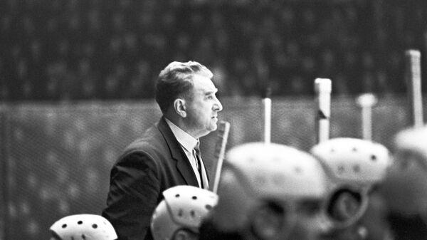 Тренер сборной команды СССР по хоккею Анатолий Тарасов