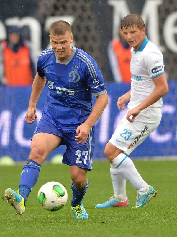 Полузащитник Динамо Игорь Денисов (слева) и полузащитник Зенита Андрей Аршавин