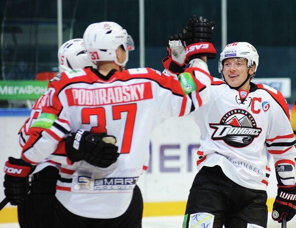 Хоккеисты Донбасса Петер Подградский и Руслан Федотенко (слева направо)