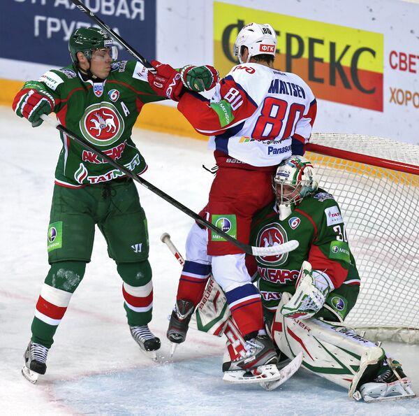 Игровой момент матча Ак Барс-Локомотив
