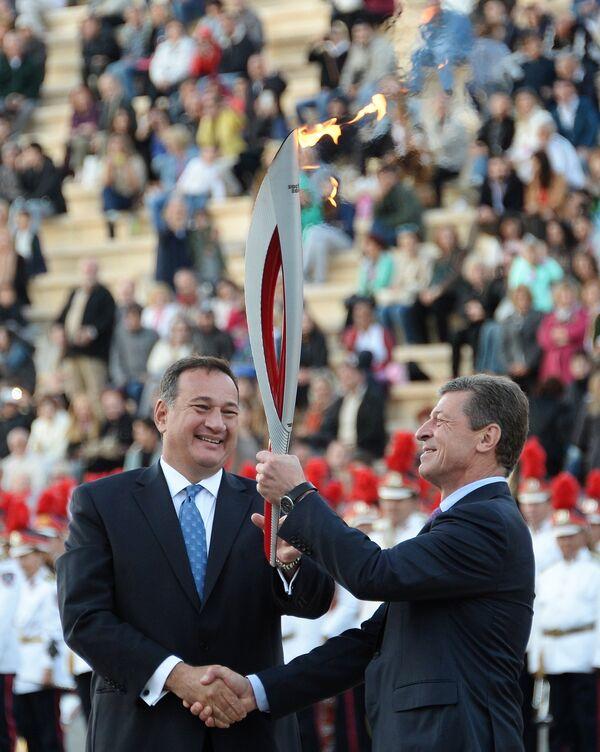 Заместитель председателя правительства Российской Федерации Дмитрий Козак (справа) и президент Греческого Олимпийского комитета Спирос Капралос