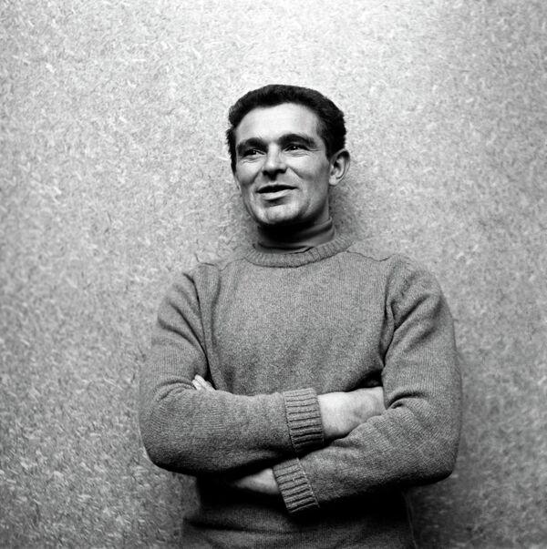 Советский лыжник В.Веденин