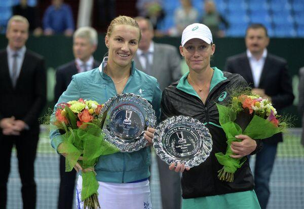 Россиянка Светлана Кузнецова (слева) и спортсменка из Австралии Саманта Стосур