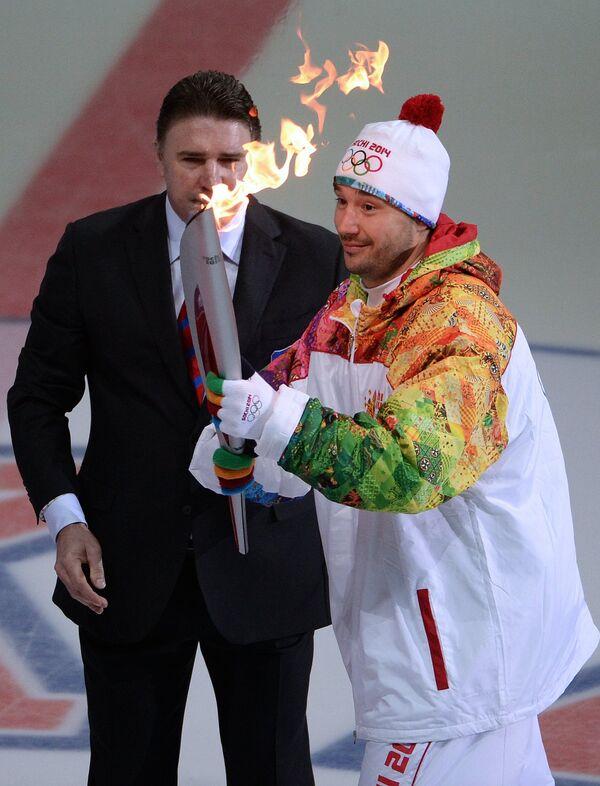 Алексей Касатонов (слева) и капитан СКА Илья Ковальчук