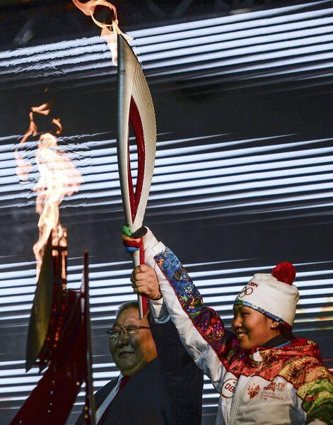 Президент Республики Саха (Якутия) Егор Борисов и чемпионка России по биатлону Надежда Елисеева
