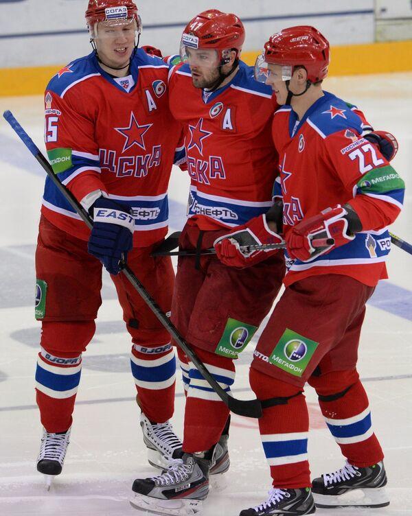 Георгий Мишарин, Александр Радулов, Никита Зайцев (слева направо)