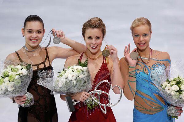 Призеры в женском одиночном катании: Аделина Сотникова, Эшли Вагнер и Анна Погорилая (слева направо)