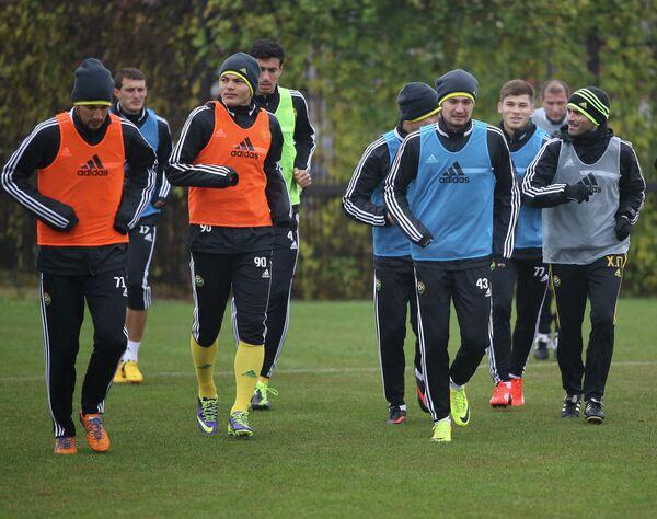 Футболисты Кубани во время тренировки