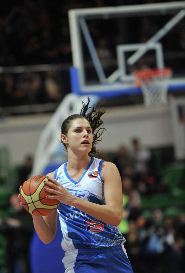 Баскетболистка Динамо Анна Петракова.