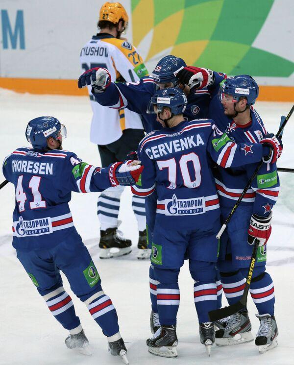 Хоккеисты  СКА Патрик Торесен, Алексей Семенов, Роман Червенка и Дмитрий Калинин (слева направо)