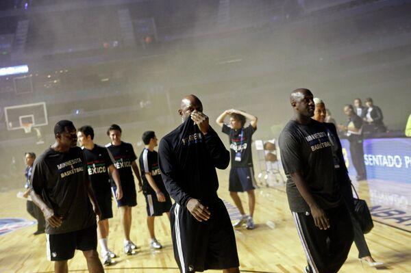 Баскетболисты Миннесоты покидают площадку Мексика Сити Арены