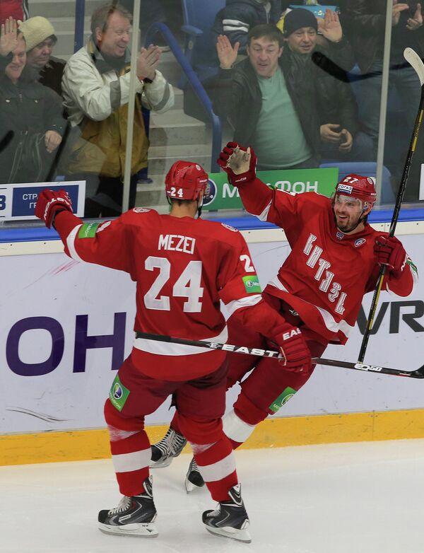 Бранислав Мезеи (слева) и Юрий Кокшаров