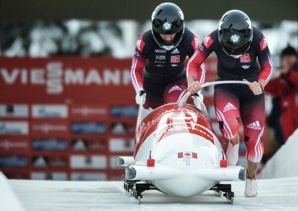 Бобслей. II этап Кубка мира. Женщины. Кейли Хамфрис и Хизей Мойз (Канада).