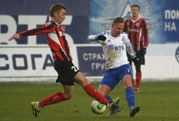 Андрей Семенов (слева)