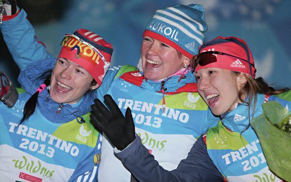 Ольга Царева (серебряная медаль), Оксана Усатова (золотая медаль) и Ольга Репницына