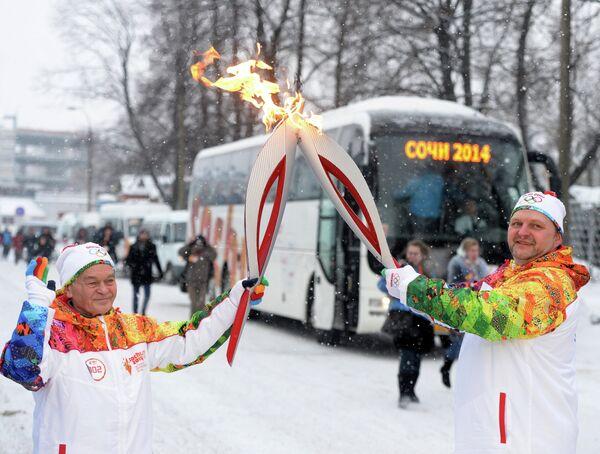 Губернатор Кировской области Никита Белых (справа) и заслуженный тренер России по греко-римской борьбе Герман Бабошин